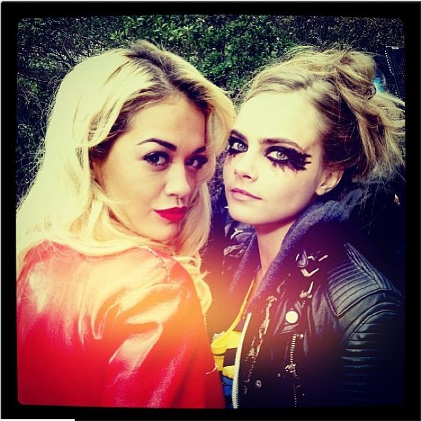 338609-miley-cyrus-big-fans-of-rita-ora-cara-delevingne-1