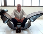Niemeyer sits on a lounge chair that he designed in his Copacabana studio in 2002.